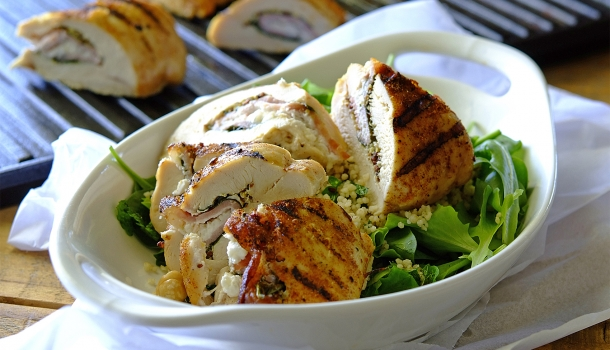 Chicken-with-Spinach-and-Bacon-1700-610x350